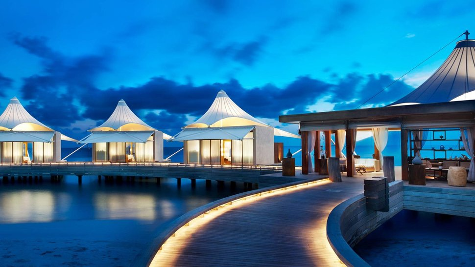 88797__evening-water-bungalows-in-the-maldives_p