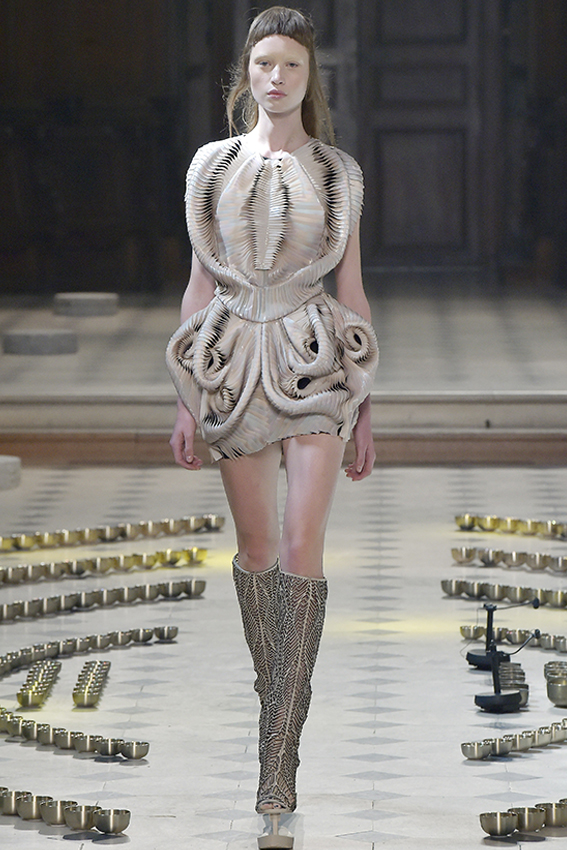 Iris van Herpen Haute Couture Fall-Winter 2016_DST003